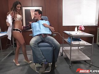 Dirty dentist August Ames fucking a new patient