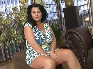 Huge natural mature titties are amazing in a solo scene