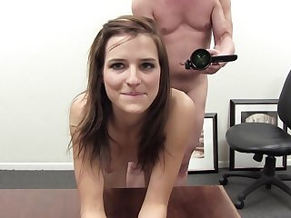 Bareback anal for her first time in this casting video